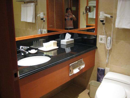 Grand Ambassador Seoul associated with Pullman : Bathroom