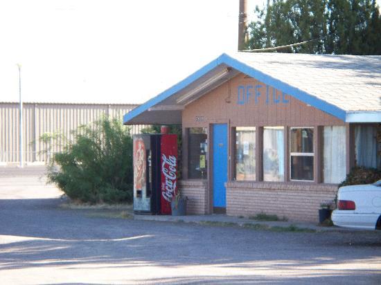 Hacienda Motel: Office