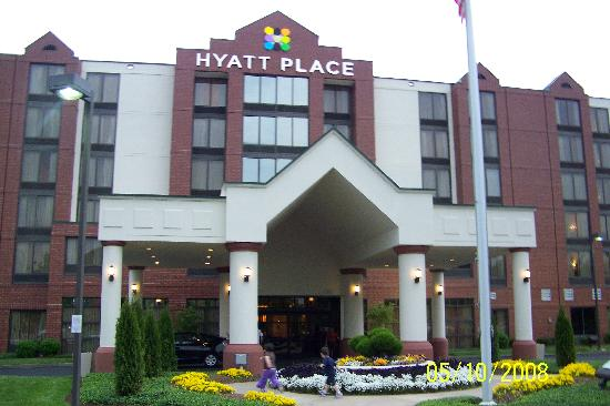 Hyatt Place Nashville/Brentwood: Outside the hotel