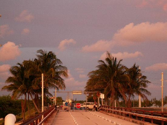 Seven Mile Bridge: Looking back at the entrance to the bridge
