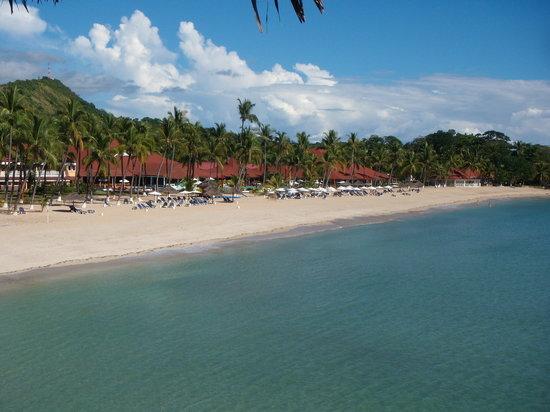 Andilana Beach Resort: la spiaggia animata e il villaggio