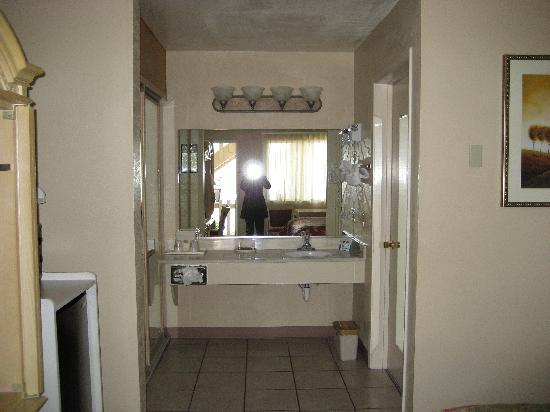 Pacific Inn Monterey: Room