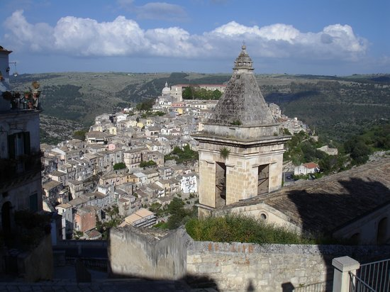 Ragusa, Italie : View of the lower town