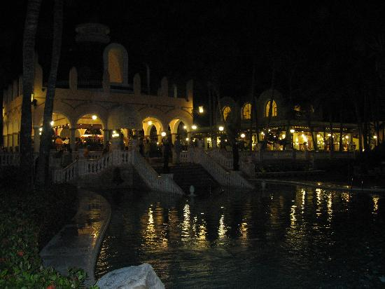 ClubHotel Riu Bambu: Plaza Bar & Pool at night