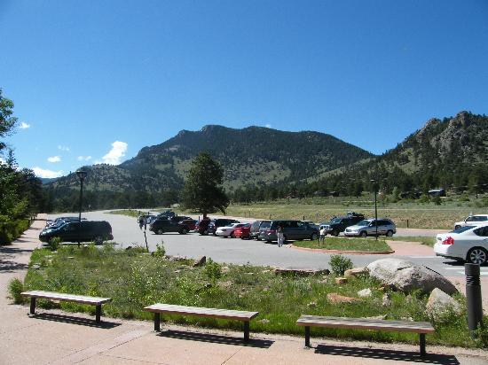 Beaver Meadows Visitor Center: Parking