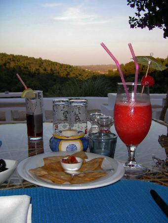 Restaurante Florestal : Enjoying a frozen strawberry daiquiri and some complimentary entrees as the sun goes down