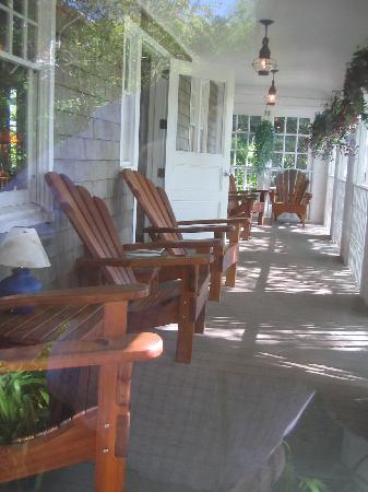 Mill House Inn: The deck