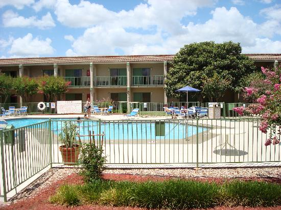 Econo Lodge North Austin: Nice pool