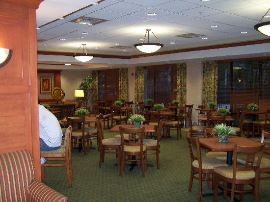 Best Western Plus Kendall Hotel & Suites : Breakfast room