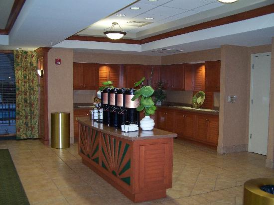 Best Western Plus Kendall Hotel & Suites: Coffee 24 hrs