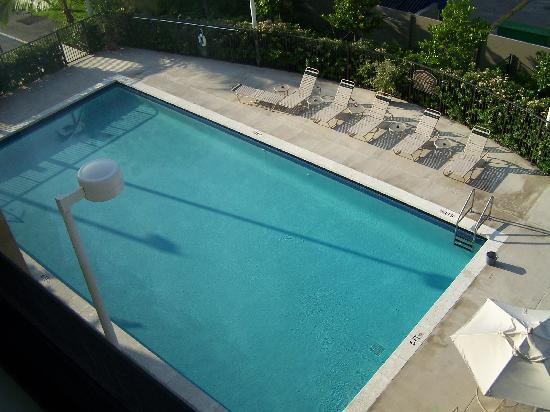 Best Western Plus Kendall Hotel & Suites: Pool