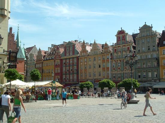 Mercure Wroclaw Centrum: Colourful buildings in the Rynek