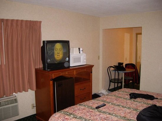 LAX South Travelodge: TV was okay. We had airconditioning units outside the window