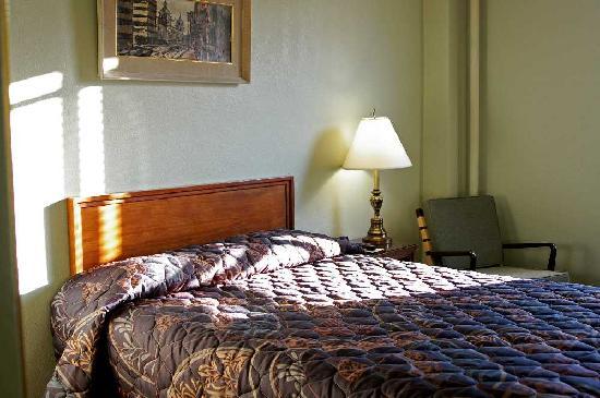 Finlen Hotel and Inn: Room 213