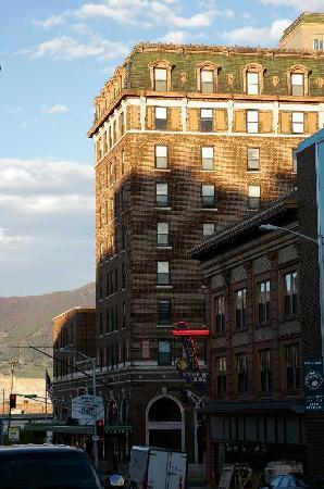 Finlen Hotel and Motor Inn: Exterior