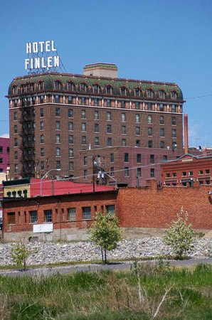Finlen Hotel and Inn: Exterior From A Distance