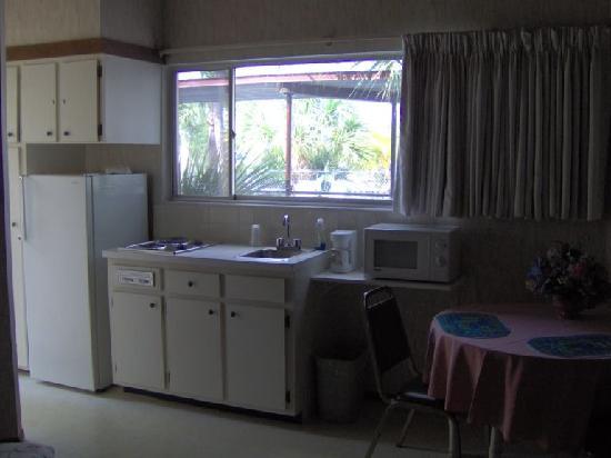 Kon Tiki Motel : kitchen