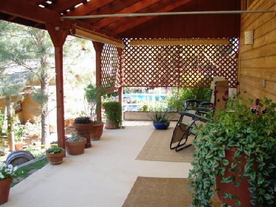 Trimble Hot Springs: Porch