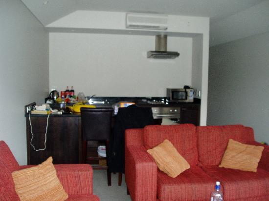 Alpine Village: Kitchen and lounge room