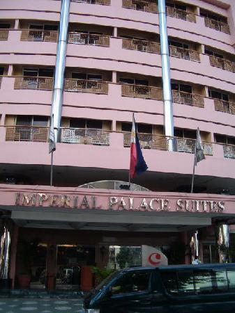 Imperial Palace Suites Quezon City: hotel facade