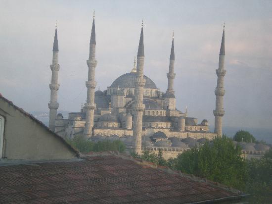 Akdeniz Hotel: Blue Mosque