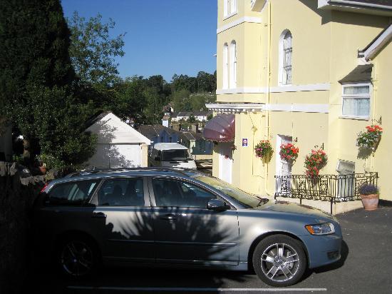 Ashwood Grange Hotel: Front and Car Park