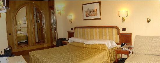 Hotel Regno: Panoramica Habitacion