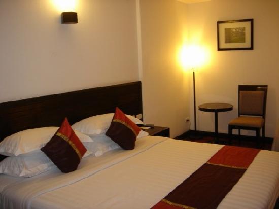 Tara Angkor Hotel: bed