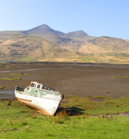 Tobermory, UK: Old boat on Mull