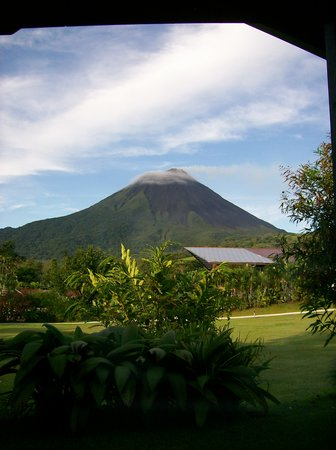 Costa Rica : view of a volcano from my hotel windown in the arenal region