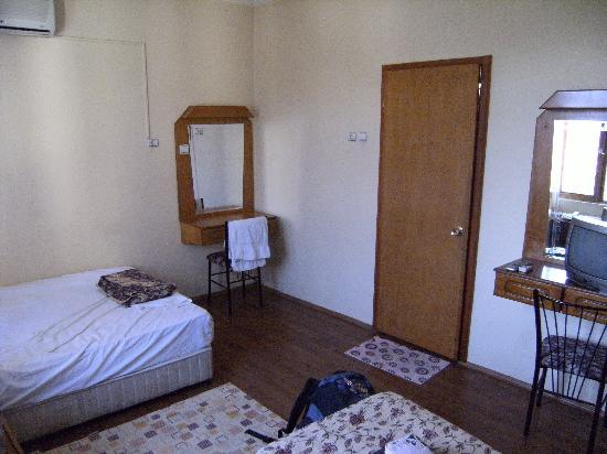 Saray Hotel: The room