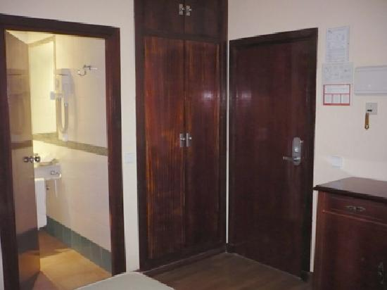 Hotel Serit: BATHROOM ACCESS