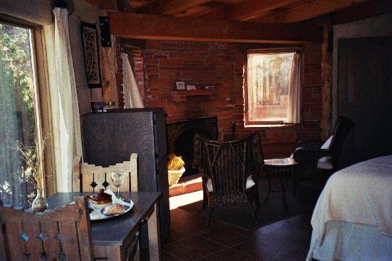 Kiva Kottage: Sunrise Room