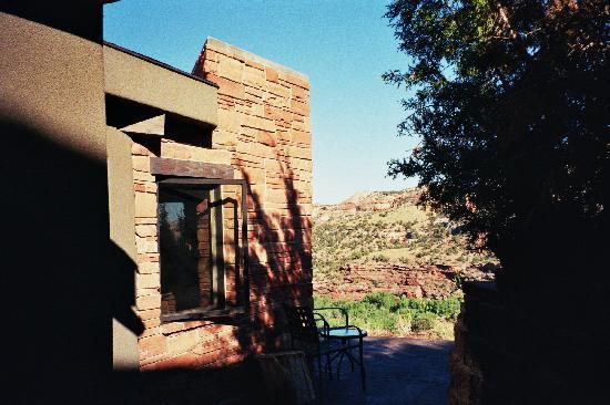 Kiva Kottage: Kottage patio