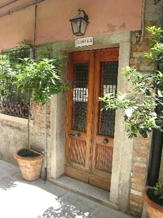 B & B Al Saor: Front door of the Al Saor