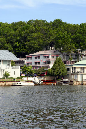 Saugatuck, MI: The BeachWay is the building in the center, rear of the photo