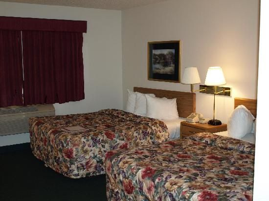 AmericInn Hotel & Suites Grand Forks: Room