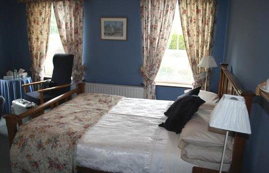 Wytchwood B&B: blue room
