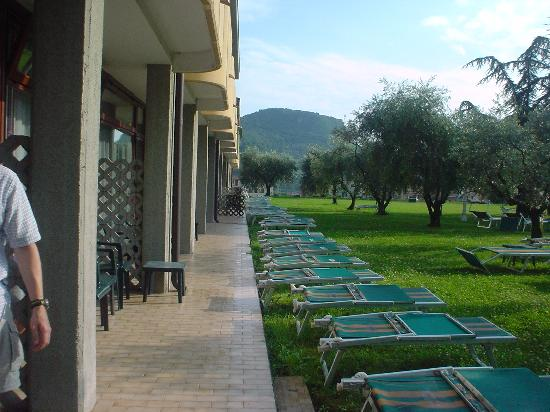 Hotel Oasi : Grassed area from our g/f tce