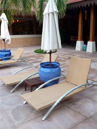 Club Med Cherating Beach : deck chairs at pool