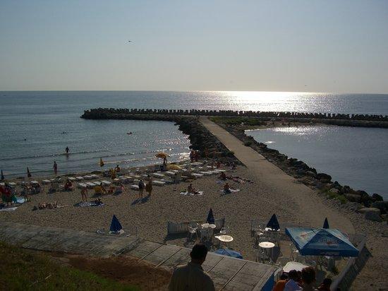Constanta, Roemenië: Ein Teil des Strandes am Vormittag