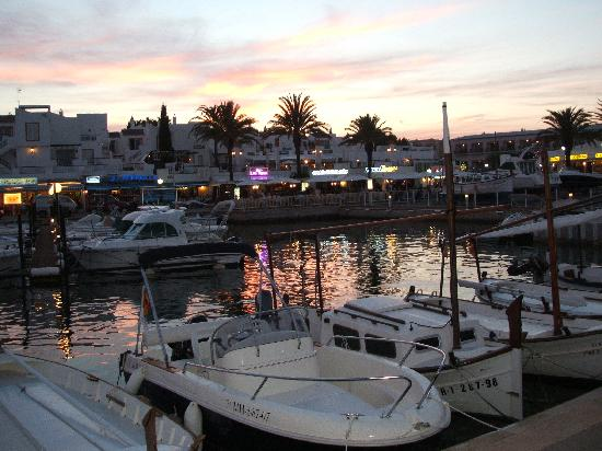 Mar Hotels Paradise Club & Spa: cala'n bosch harbour at night
