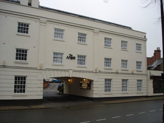 Leamington Spa, UK: Front of the hotel. Our room was right next to the entrance on the road.