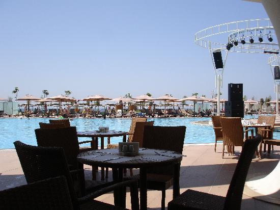 Cornelia Diamond Golf Resort & Spa: terrace by the pool
