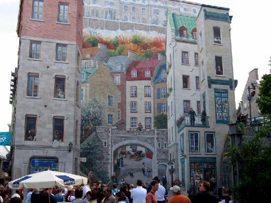 Lower Town (Basse-Ville): Mural