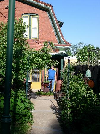 Serendipity Bed and Breakfast: the carriage house