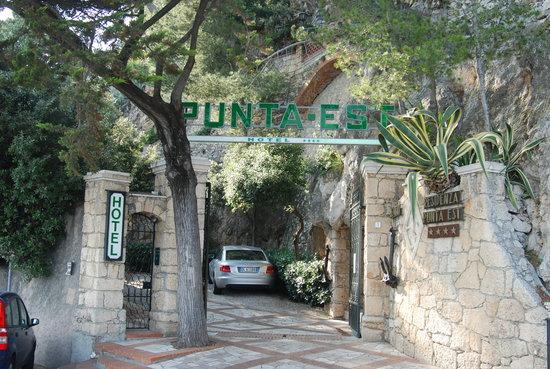 Hotel Punta Est: front gate
