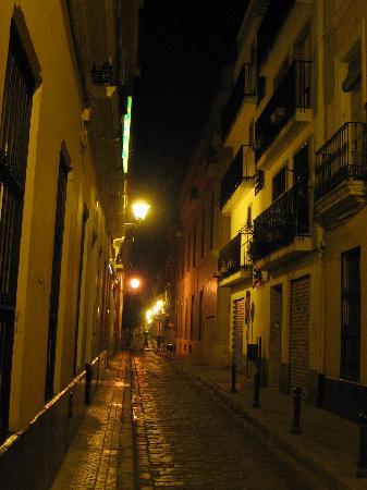 Hostal Museo : Abad Gordillo Street - Night