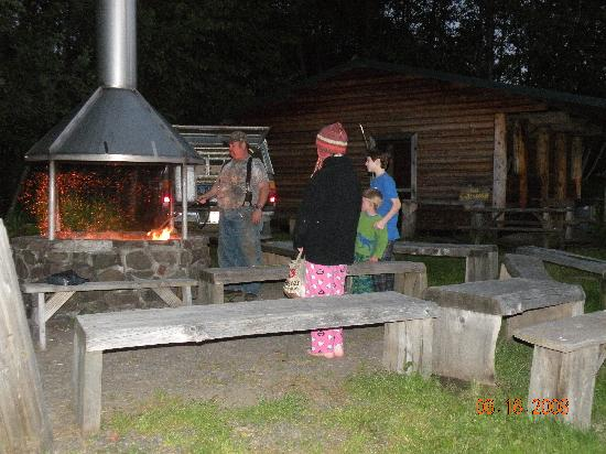 Mount St. Helens Adventures Tours Eco-Park and Tent & Breakfast : roasting of marshmellows around the communal firepit