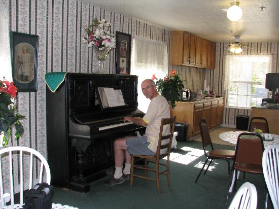 Step Back Inn: Lounge & breakfast room, with piano for guests